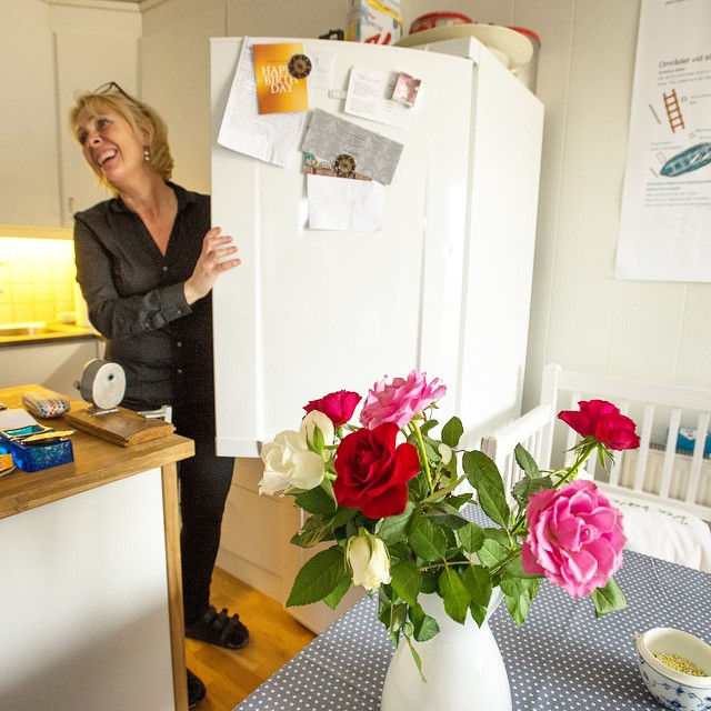 Anna Lena in the kitchen with her fresh flowers